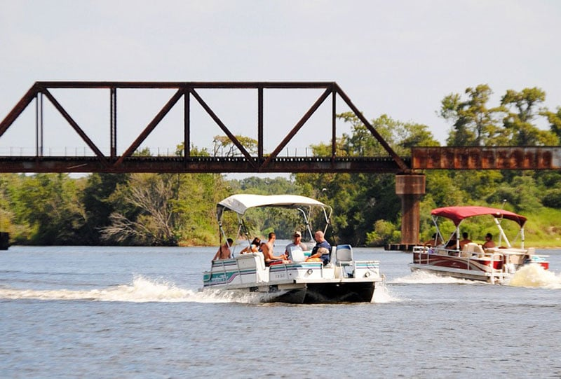 Pontoon Boat Speed Chart & Calculator: Speeds for Different Sizes & HP