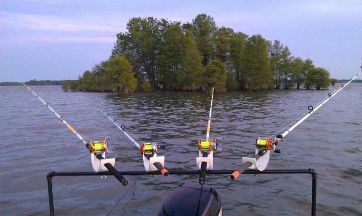 Homemade rod holders for pontoon boats 13 best worst ideas for Diy fishing rod holder for boat