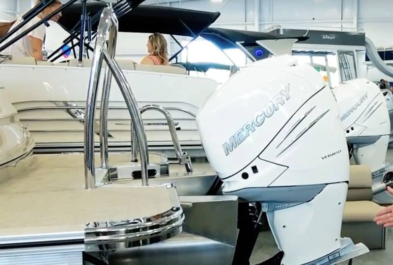 Do Pontoon Boats Have Inboard or Outboard Motors