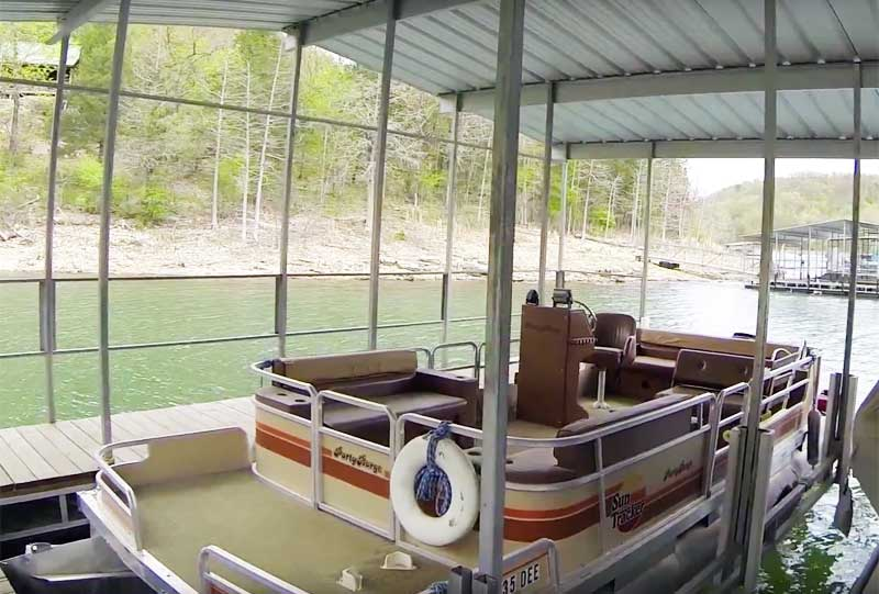 How to Park a Pontoon Boat in a Slip